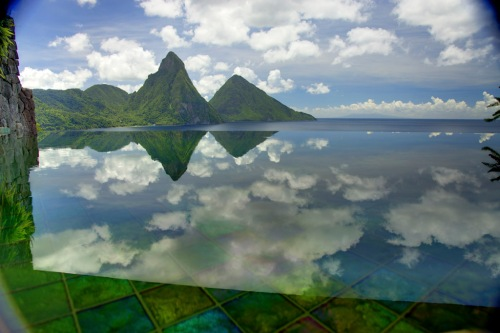 Breathtaking-view-Pitons-mountains-Jade-Mountain-St-Lucia-luxury-holiday
